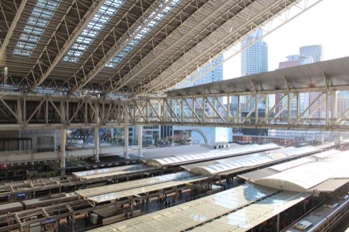 0040:大阪駅舎 時空の広場 ホームを見下ろす