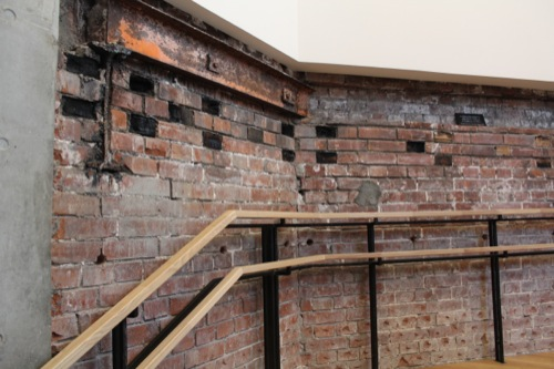 0041:JR東京駅舎 鉄骨駆体・木レンガの残る既存壁