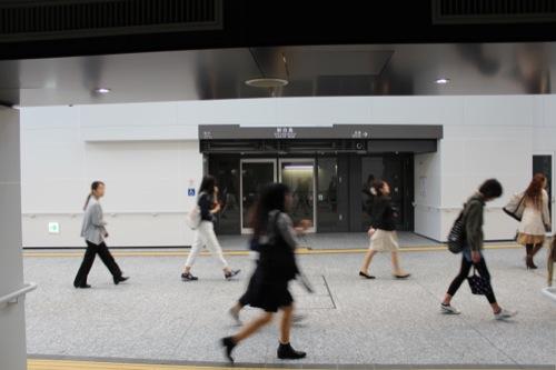 0043:新白島駅舎 ホームドアからの眺め