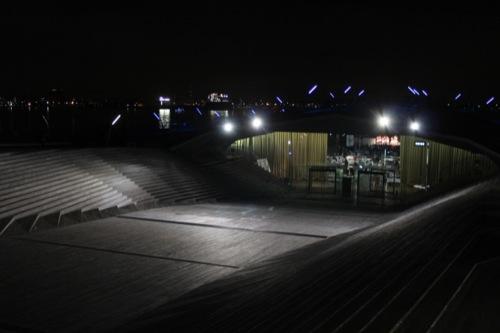 0044:横浜大さん橋ターミナル 「大さん橋ホール」へと降りる広場