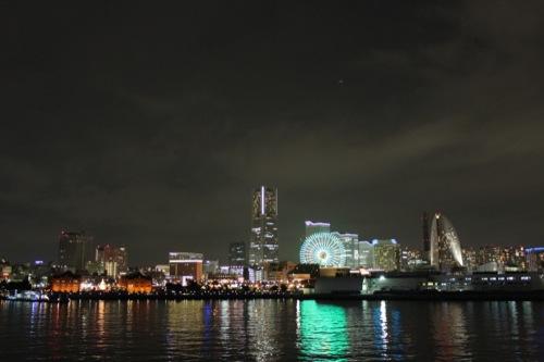 0044:横浜大さん橋ターミナル 埠頭から見たみなとみらい