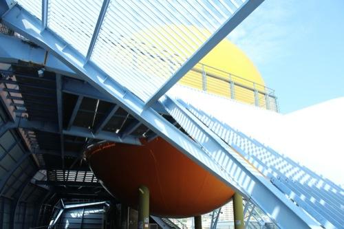 0047:長崎港上屋C棟 巨大な黄色い球体①