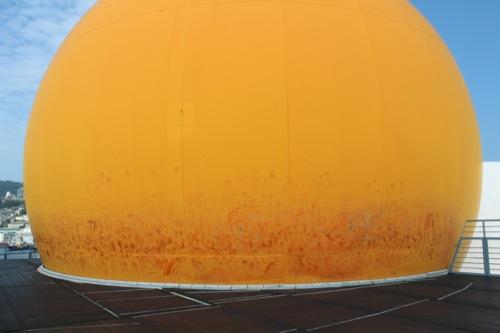 0047:長崎港上屋C棟 巨大な黄色い球体②