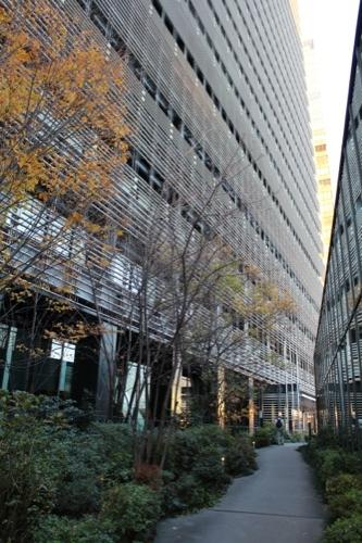 0048:ソニーシティー大崎 ペデストリアンデッキへ連絡する遊歩道