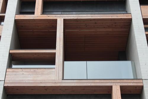 0049:木材会館 ヒノキで組まれたテラススペース