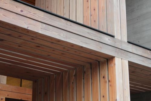 0049:木材会館 テラス木材の連結部分