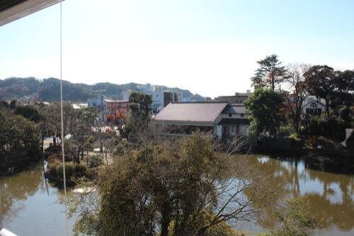 0050:神奈川県立近代美術館鎌倉館 学芸員室からの外の眺め
