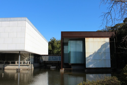 0050:神奈川県立近代美術館鎌倉館 本館東側に建つ新館