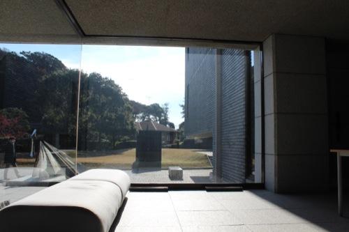0051:神奈川県立近代美術館鎌倉別館 ロビーから庭園をみる②