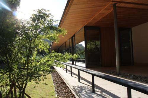 0053:竹中大工道具館新館 建物南側の縁側