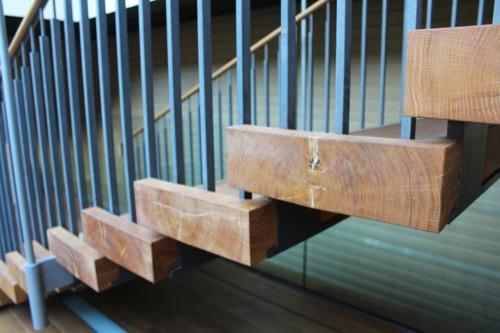 0053:竹中大工道具館新館 階段側部に取り付けられた芯材
