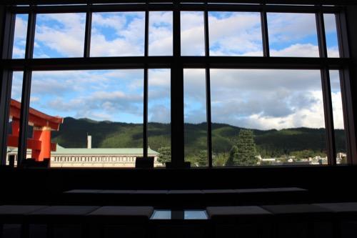 0054:京都国立近代美術館 4階から東山の山々を眺める