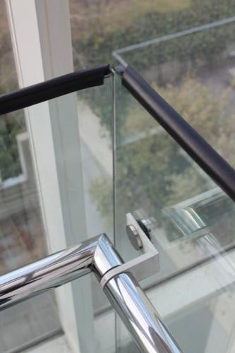 0055:葛西臨海公園レストハウス 階段ガラス手すりのコーナー部