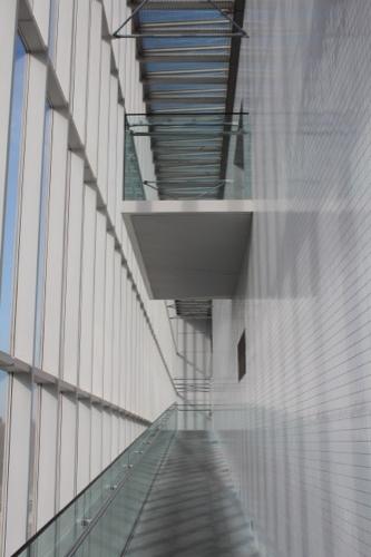 0055:葛西臨海公園レストハウス 出口へと降りるスロープ