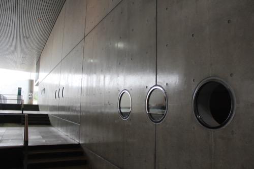 0056:葛西臨海水族園 潜水艦のような丸窓