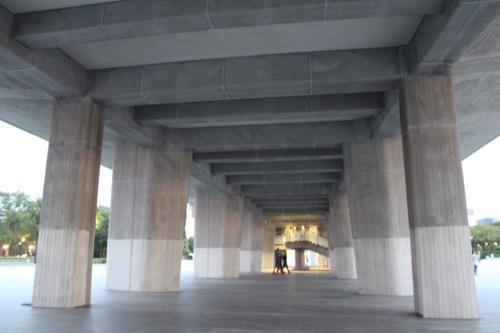 0061:広島平和記念資料館 本館ピロティ