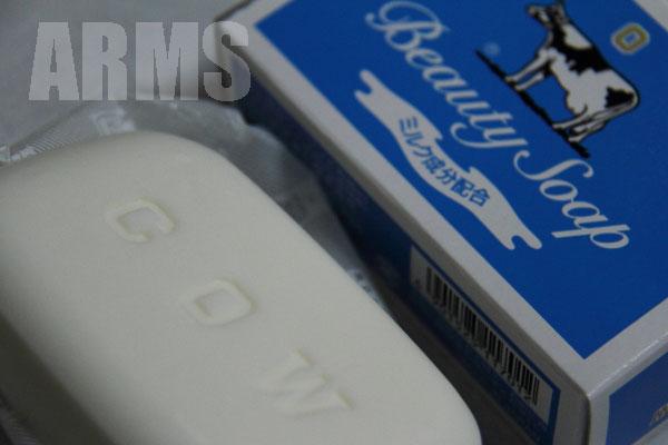 牛乳石鹸 赤 RED 青 BLUE 固形石鹸