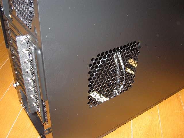 PC ケース Antec Three Hundred Two AB PC ケース側面 サイドパネル(パーツ収納面側) 120mm ファン取り付け可能