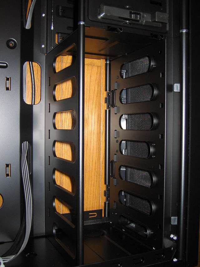 PC ケース Antec Three Hundred Two AB 3.5インチベイ × 6