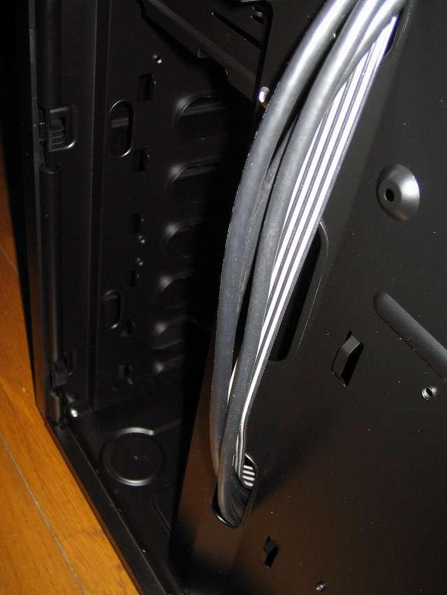 PC ケース Antec Three Hundred Two AB 裏配線 PC ケースフロント(正面) 3.5インチドライブベイとフロント I/O ポートケーブル