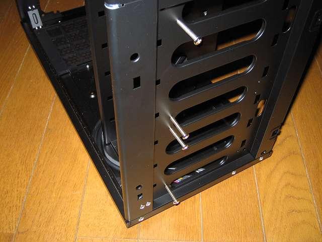 PC ケース Antec Three Hundred Two AB フロントファン ネジ位置の確認
