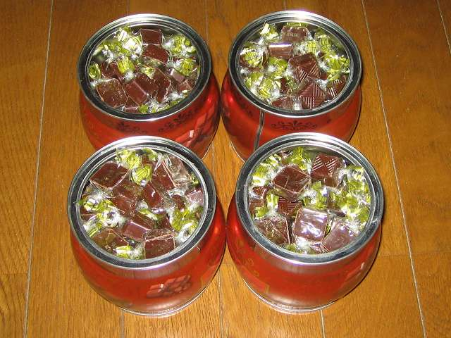 寺沢製菓 ビターチョコレート 1kg、コペンハーゲン チョコチップクッキー 250g パッケージ缶(4缶)に移し替え
