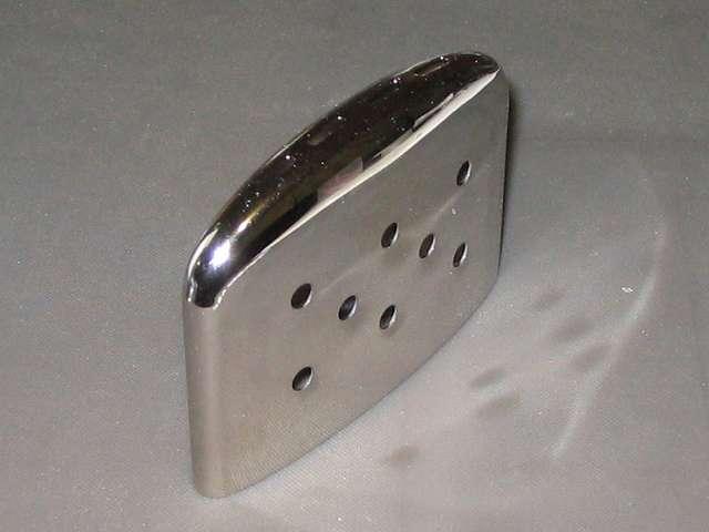 Zippo ハンディウォーマー & オイルセット ZHW-15 キャップ側面、前モデル ZHW-JF のキャップにあった発熱確認用インジケーターなし