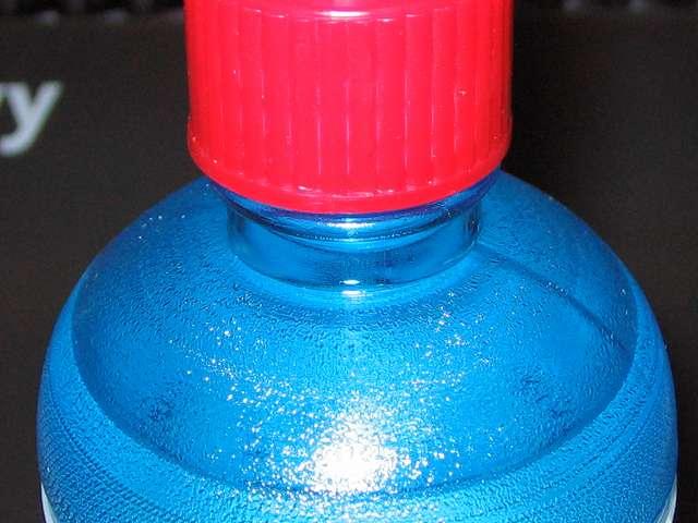 ハクキンカイロ用 ハクキンベンジン 500ml 開栓作業、キャップが締まっている状態