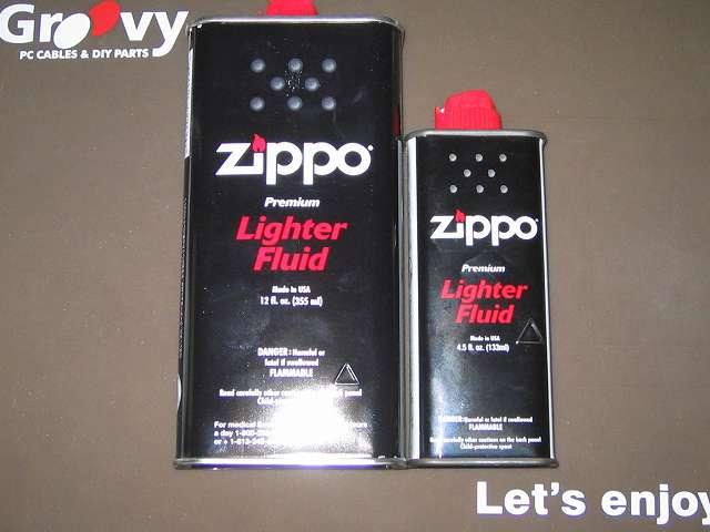 Zippo ライター メンテナンス、Zippo オイル注入 画像左側 2015年購入 オイル缶 大缶 355ml、画像右側 かなり前に購入したオイル缶 小缶 133ml