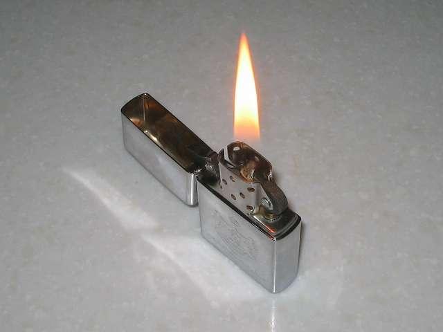 Zippo ライター メンテナンス、メンテナンスが完了した Zippo ライターの着火確認