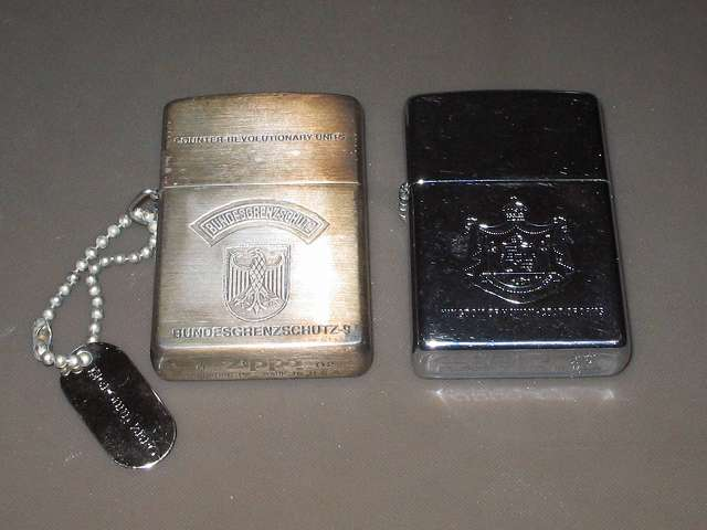 Zippo ライター メンテナンス、もう一台の Zippo ライター(画像左側)も同様にメンテナンス ドイツ・国境警備隊第9部隊 Zippo ライター