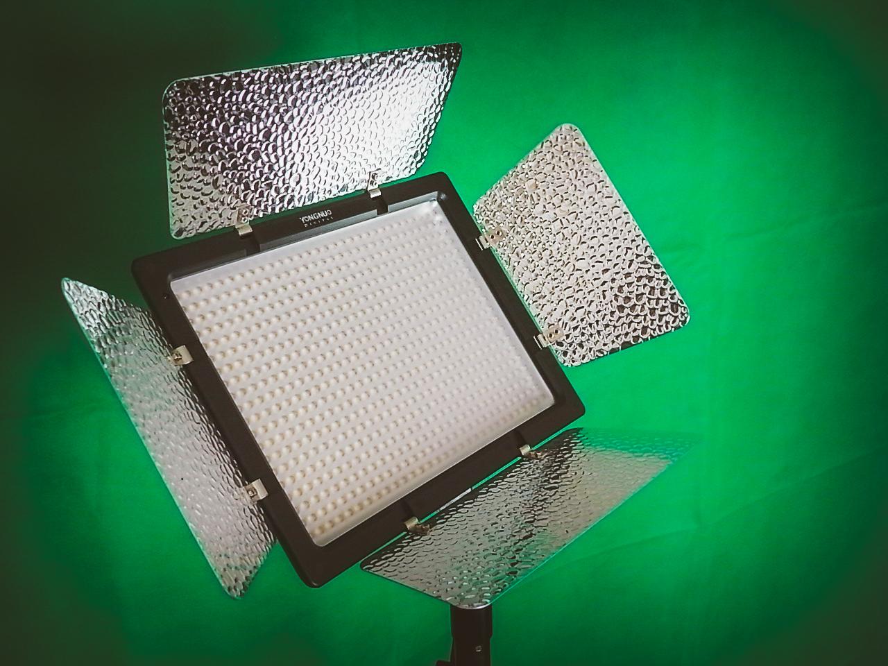 LED照明とグリーンバック紙