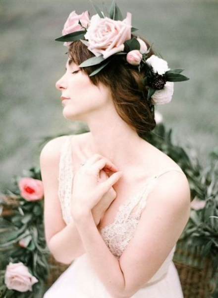 25-Stunning-Spring-Flower-Crown-Ideas-For-Brides13.jpg