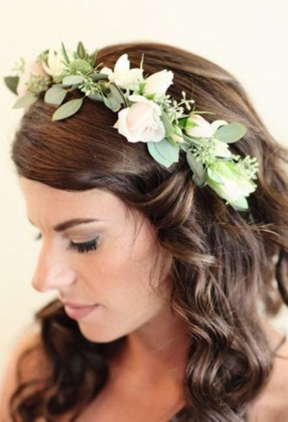 25-Stunning-Spring-Flower-Crown-Ideas-For-Brides18.jpg