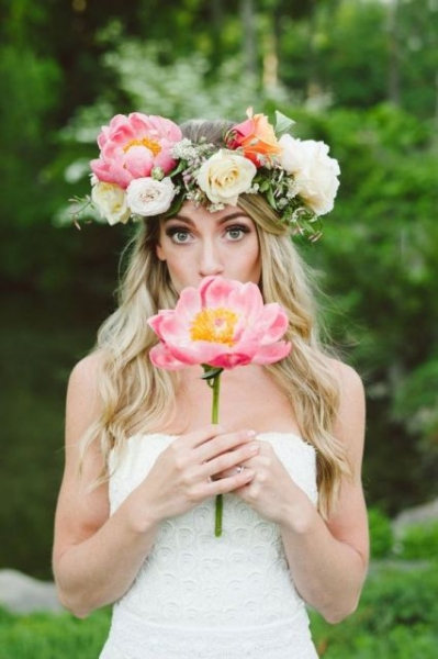 25-Stunning-Spring-Flower-Crown-Ideas-For-Brides22.jpg