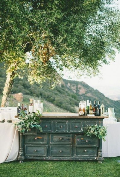25-beautiful-and-practical-ways-to-use-a-vintage-dresser-in-your-wedding-12-500x739.jpg