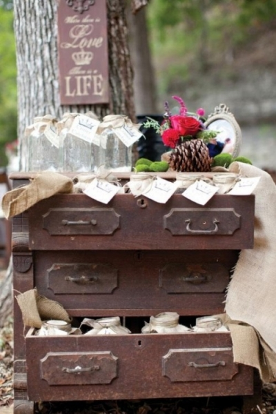 25-beautiful-and-practical-ways-to-use-a-vintage-dresser-in-your-wedding-15-500x750.jpg