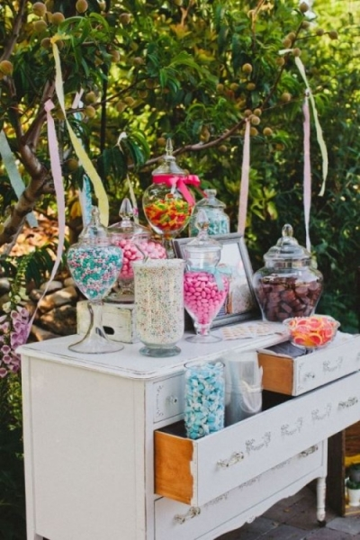 25-beautiful-and-practical-ways-to-use-a-vintage-dresser-in-your-wedding-21-500x750.jpg
