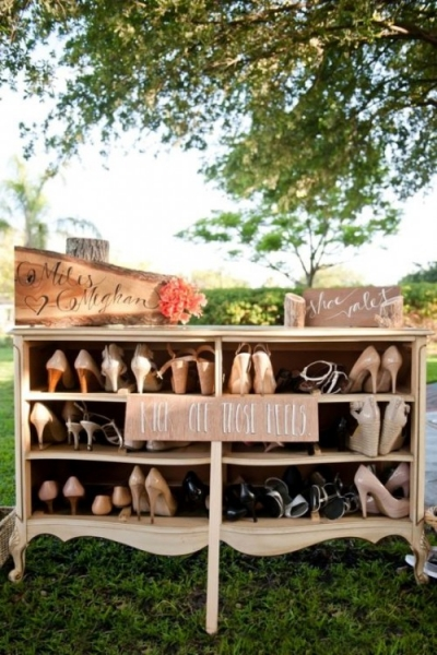 25-beautiful-and-practical-ways-to-use-a-vintage-dresser-in-your-wedding-5-500x750.jpg