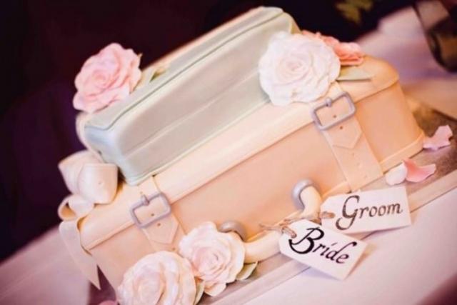 28-beautiful-travel-themed-wedding-cakes-21-750x500.jpg