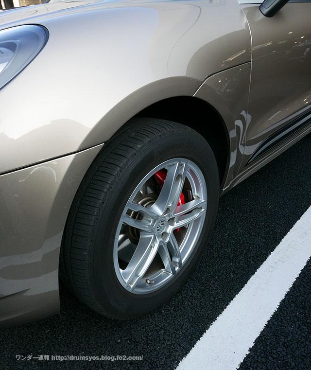 PorscheMacan02.jpg