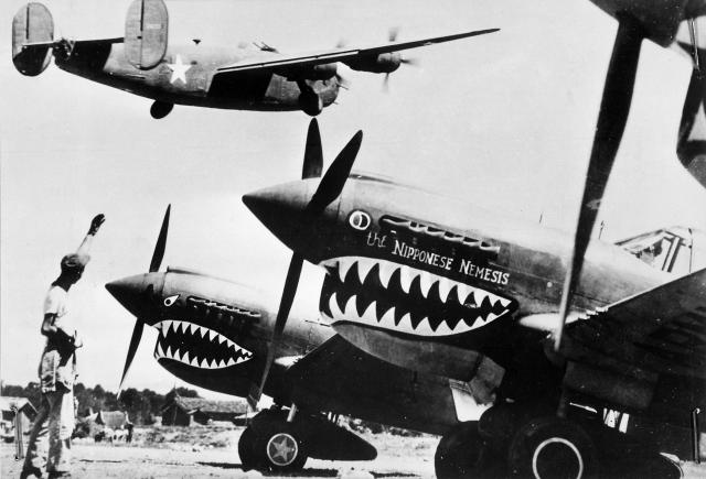 Liberator_bomber_crosses_the_P-40_fighter_planes_convert_20160212140156.jpg