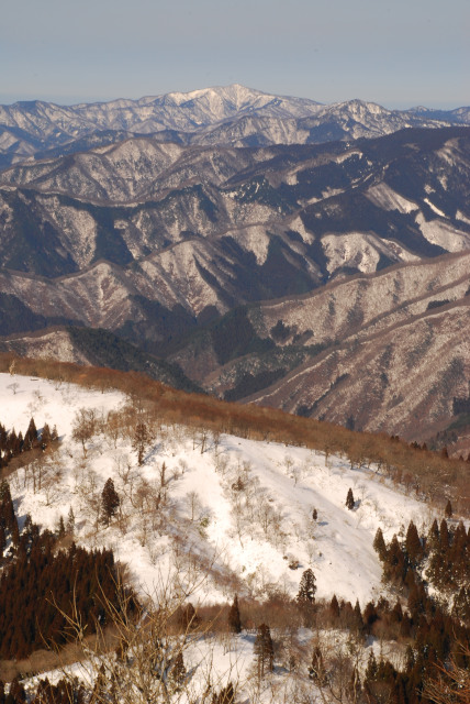 雪の峰_立体的に見える
