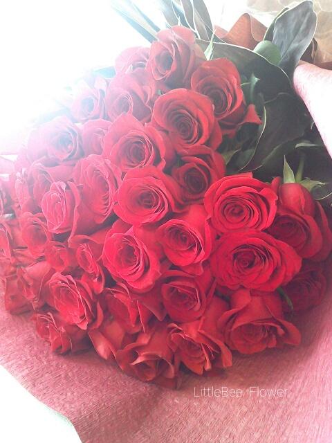 還暦祝いに赤薔薇の花束