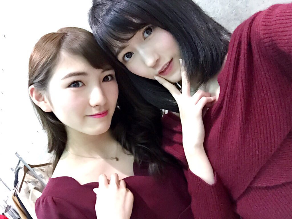 岡田奈々と【まゆゆ】の服装がかぶっていた。今年の流行りの色だよ
