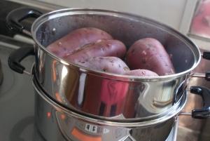 151207芋を蒸す