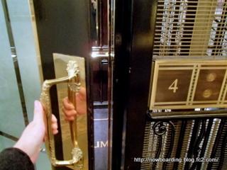 ミレニアム ホテル パリ オペラ 手動エレベーター