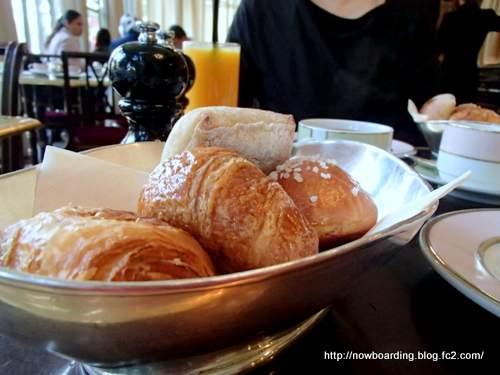 ラデュレ LADURÉE シャンゼリゼ 朝食 パン
