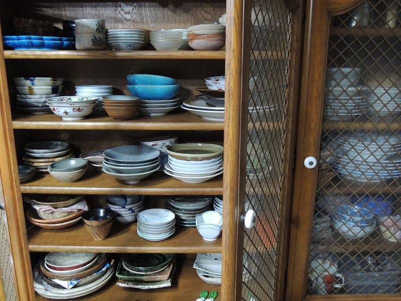 今の食器棚の器