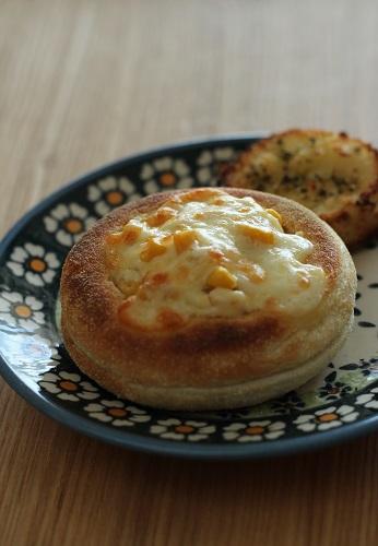 スモークチーズとコーンのイングリッシュマフィン
